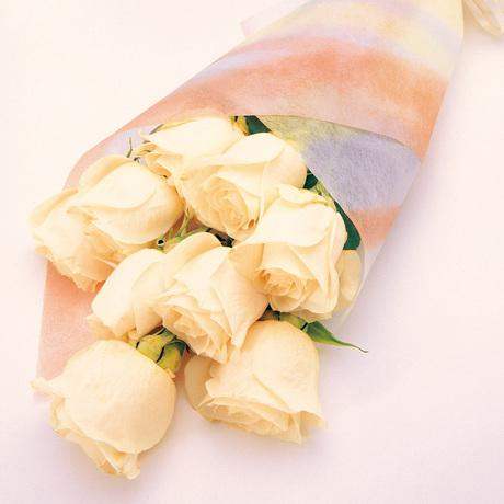 Μπουκέτο με 10 λευκά τριαντάφυλλα - Ανεπιτήδευτη αγάπη