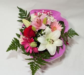 Κρίνοι και τριαντάφυλλα για την ημέρα των αρραβώνων